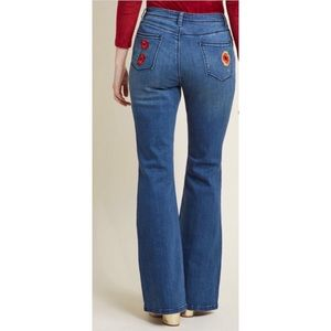 Modcloth Flared Jeans Sz Small Flowers Embroidery
